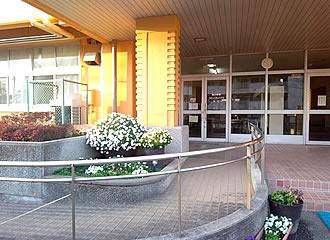 東小学校コミュニティセンター外観の写真